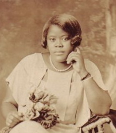 1920s African American hair. Short straight bob with curled tips