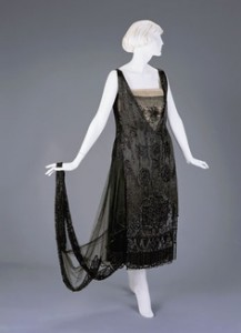 1920s evening dress 1922 - Beaded evening dress with trailing cape effect