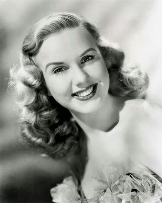 1940 soft big curls long 30s hairstyle