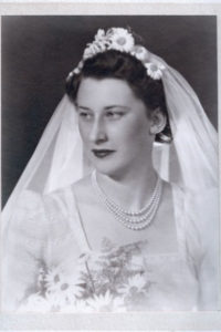 1939 daisy crown with veil