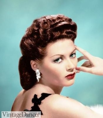 Yvonne De Carlo, evening hairstyle that looked similar to daytime looks