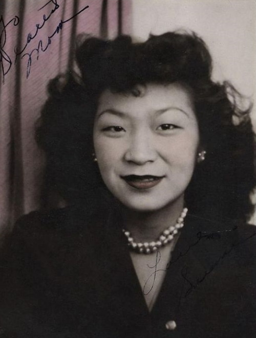1940s Chinese hairstyle full and fluffy curls