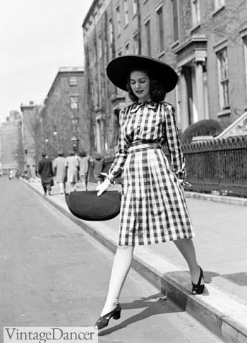 1940s handbag, The size of her envelope purse matches that of her large sun hat