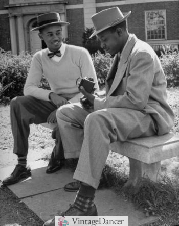 1946 Howard University students. man on the left wears a sweater over shirt and bow tie with pork pie hat. African American black mens fashion.