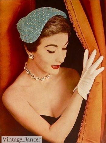 1950s Velvet crescent hat