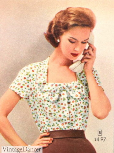 1957 squared neck, collar and bow tie portrait blouse
