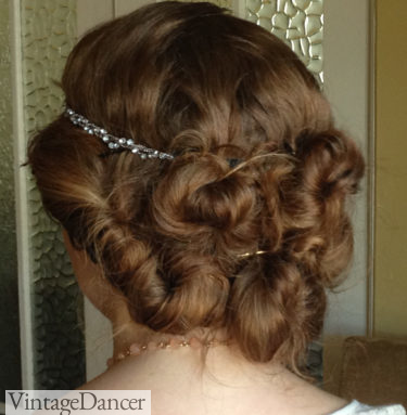 1920s long hair style back view