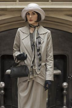 Downton Abbey Lady Mary and a fashionable scarf