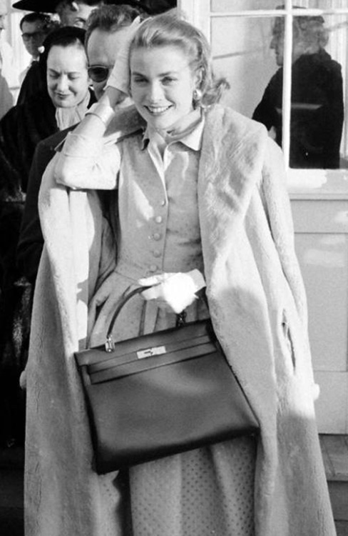 Grace Kelly pictured with her Hermes bag.