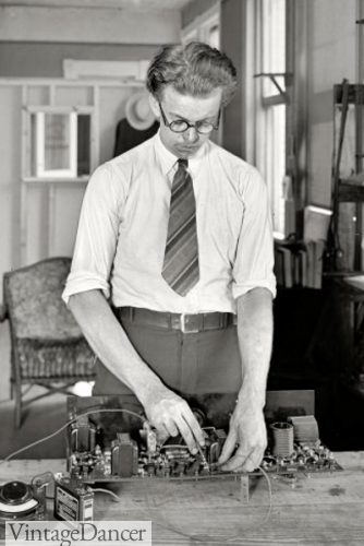 1921 A short tie by today's standards man in tie 1920s with glasses