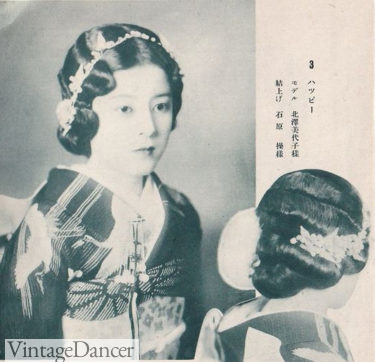 1920s Traditional Japanese hairstyle with modern waves