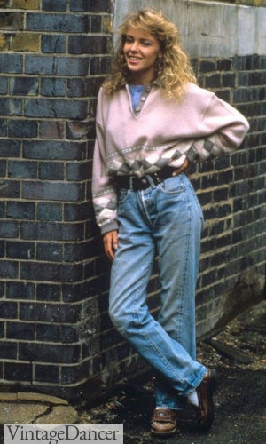 80s fashion 1980s Teen wearing oversize sweater with high-waisted faded jeans